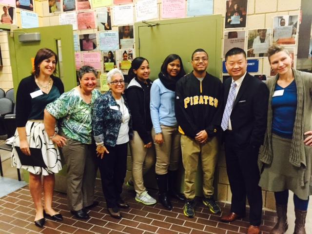 Dr. Chang visita la Academia Muñiz
